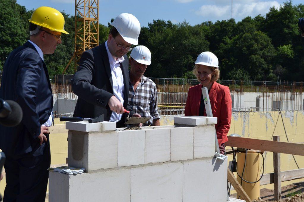 Prof. Dr. Eberhard Haunhorst, Verbraucherschutzminister Christian Meyer und Stadtbaurätin Gabriele Nießen. © LAVES