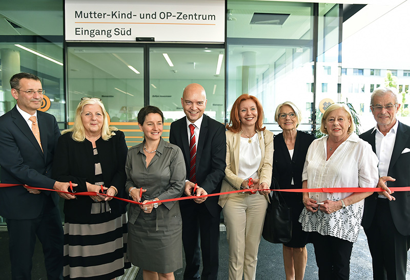 Sonja Wehsely (SPÖ), city councilwoman responsible for healthcare, (3rd from left) at the opening ceremony