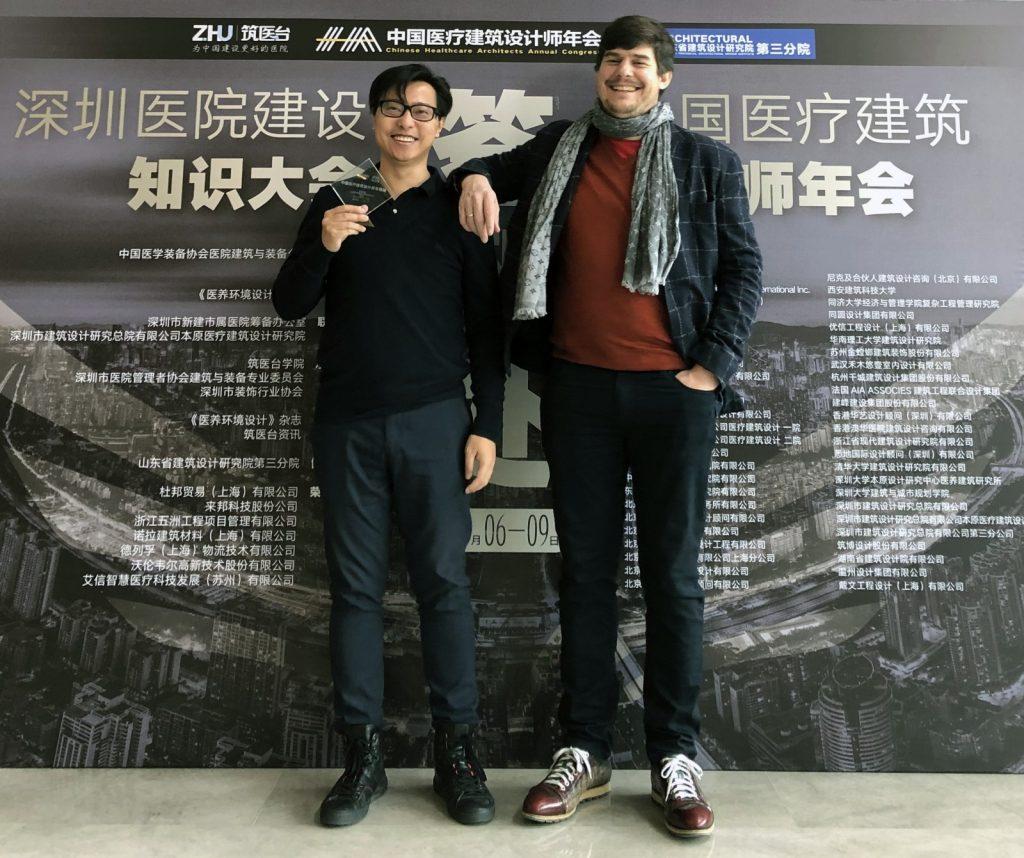Jian Yang und Hieronimus Nickl bei der Preisverleihung
