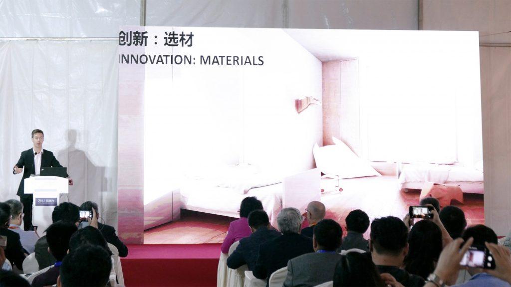 Remo Burkhard bei seinem Vortrag auf der 20th China Hospital Construction Conference