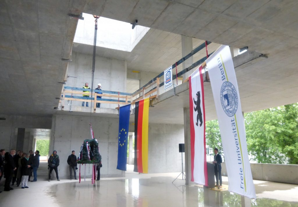 Richtfest Forschungsneubau SupraFAB in Berlin