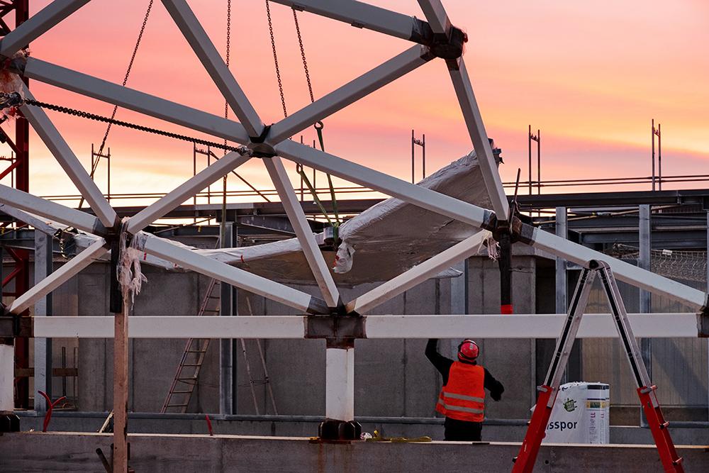 Montage der Dachkuppel, Baustelle Februar 2020, Labor- und Forschungsgebäude D-BSSE, ETH Zürich, Nickl & Partner Architekten, Foto: Achim Birnbaum